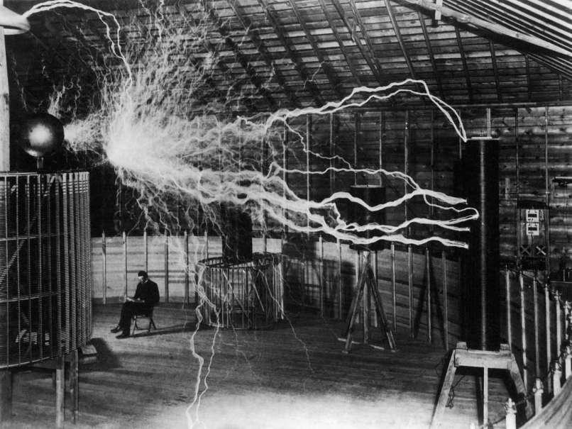 1899 Nikola Tesla kísérlet közben