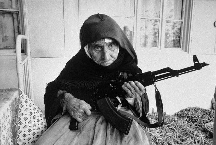 1990: an elderly Armenian woman defends her home.